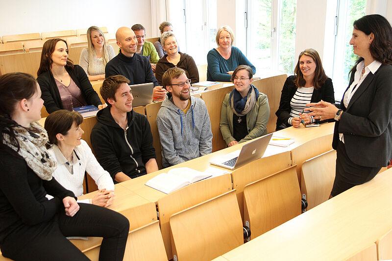 Jade HS entwickelt berufsbegleitende Weiterbildungsangebote in den Pflege- und Gesundheitswissenschaften