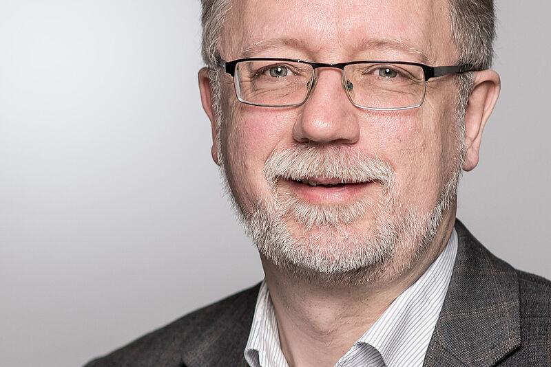 Dekan Prof. Jens Peter Thiessen im Gespräch