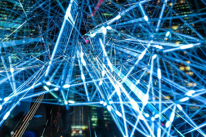 Mensch und Maschine digital und smart: Produktionseffizienz durch intelligente Steuerung