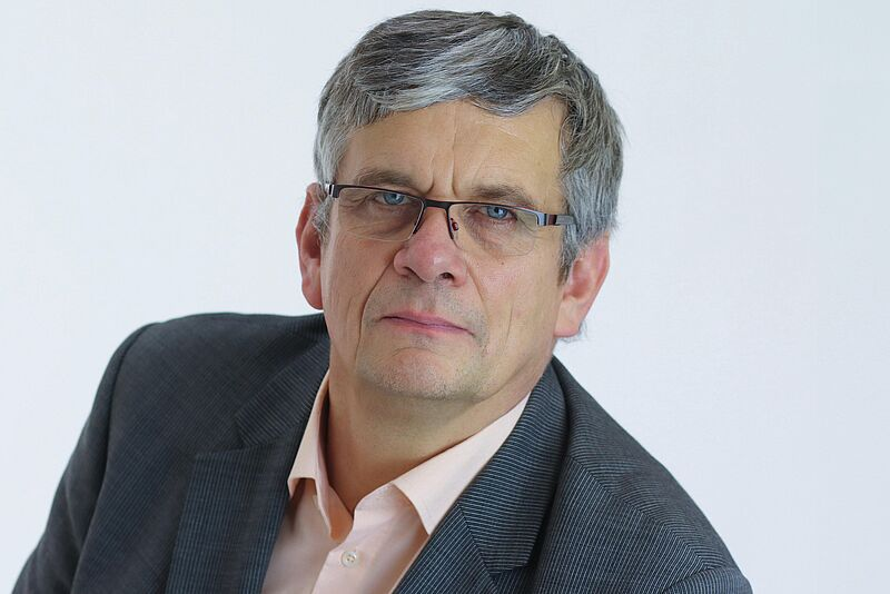 Dekan Prof. Dr. Hans-Hermann Prüser im Gespräch