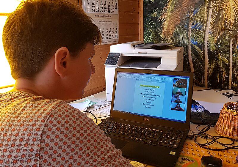 Virtuelle Brücken zwischen Theorie und Praxis bauen