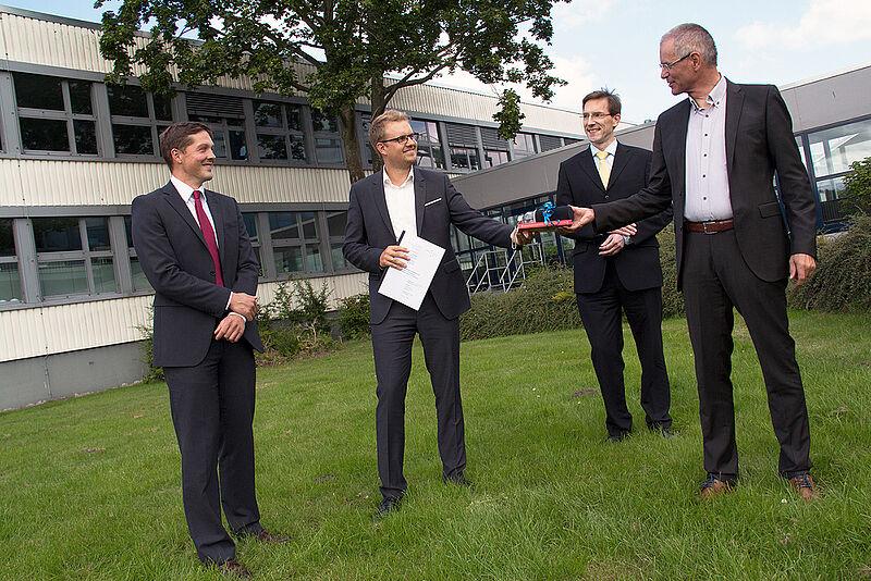 Tobias Wirdemann ist erster Absolvent des dualen Studiengangs Bank- und Versicherungswirtschaft