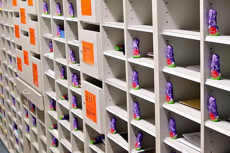 Setz' ein Zeichen: Osterhasen erinnern an die Beschäftigtenbefragung