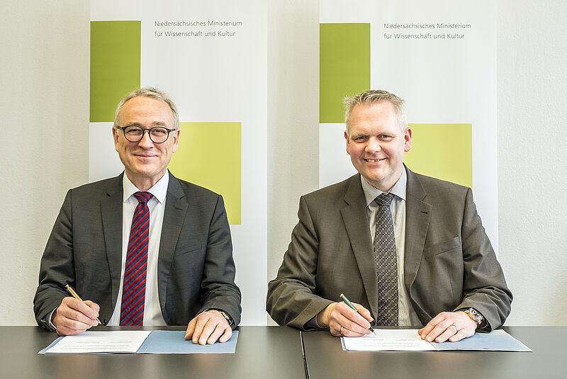 Wissenschaftsministerium und Jade HS unterzeichnen Zielvereinbarung