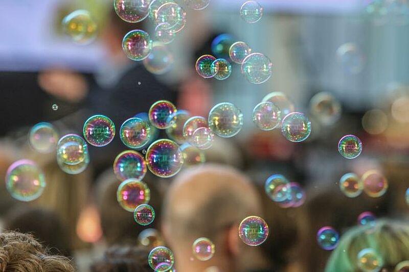Pixel verlieben sich und Seifenblasen werden kulinarisch vermessen