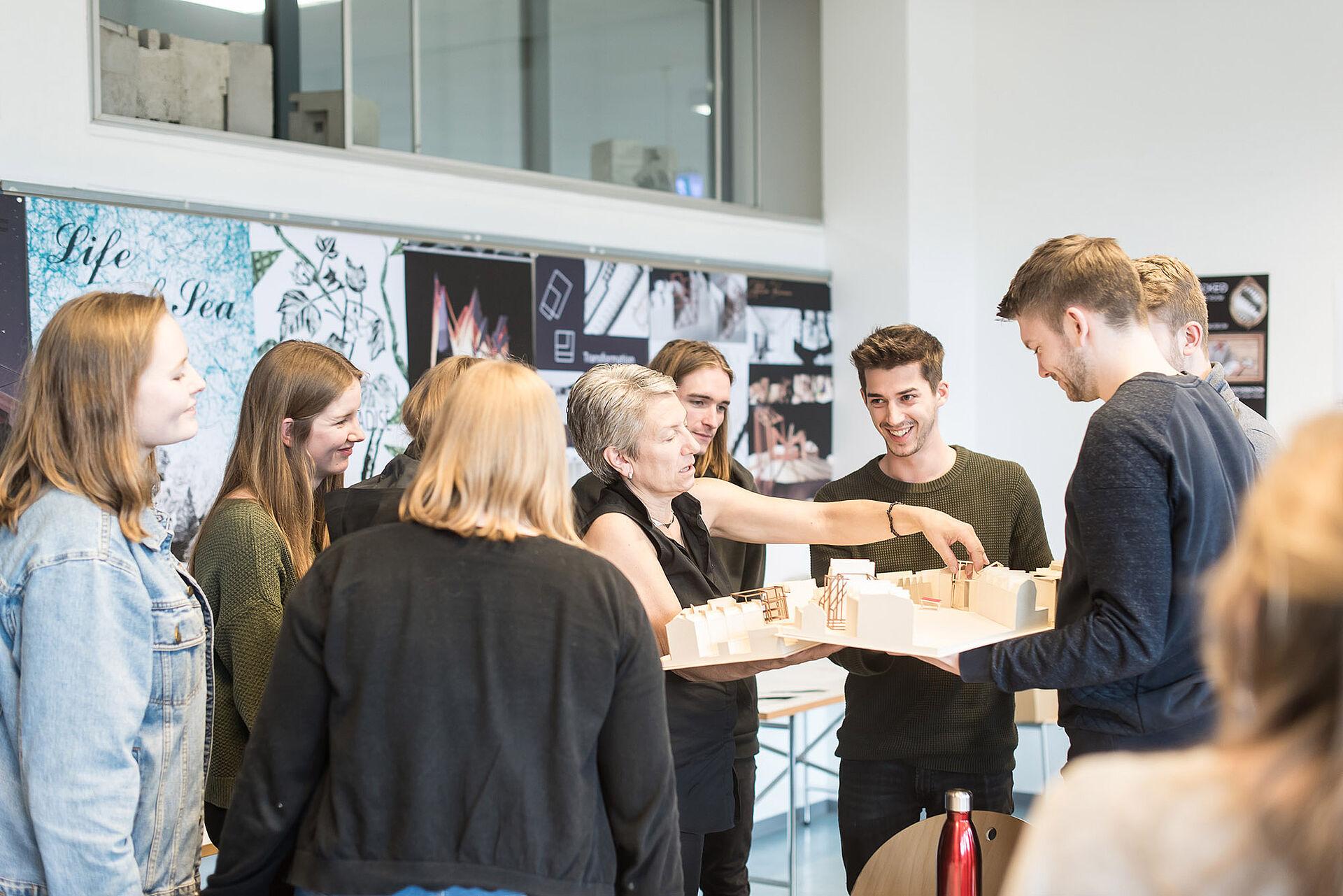 Über 21 Entwürfe von Architektur Studierenden werden in Hamburg ...